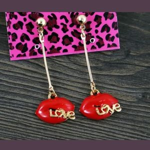 NWT BETSEY JOHNSON EARRING